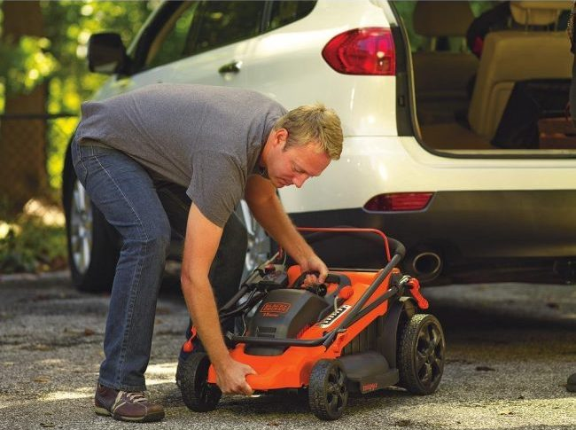 Best Electric Lawn Mower Review - Black+Decker CM2040 3-in-1 Cordless Lawn Mower