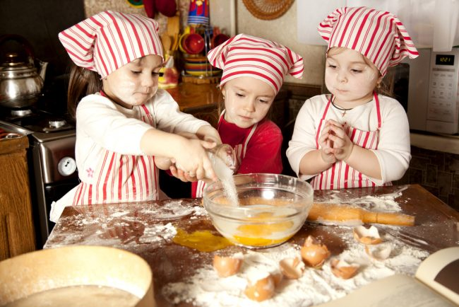 Best Bread Maker reviews - kids making bread