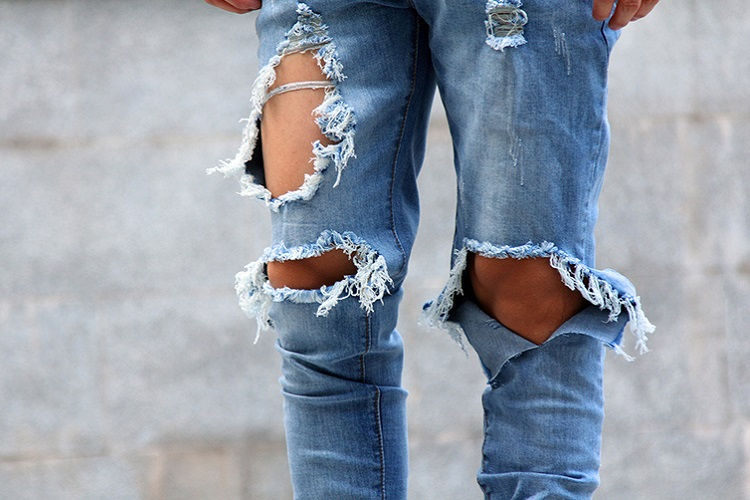 How come the trend of ripped jeans has resurfaced now?
